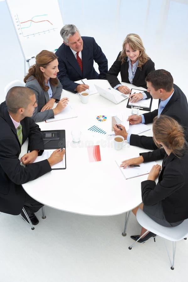 Gemengde groep in commerciële vergadering royalty-vrije stock foto's
