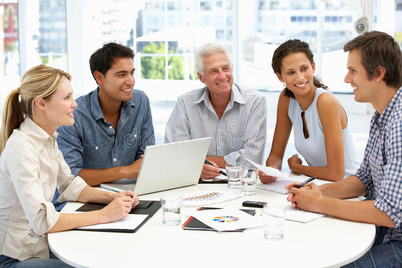 Gemengde groep in commerciële vergadering royalty-vrije stock foto