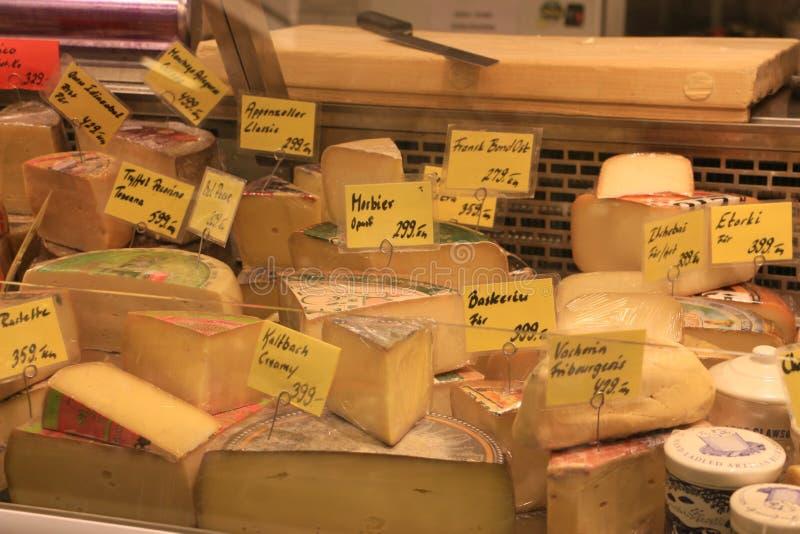 Gemengde kaas in de markt van Stockholm stock foto