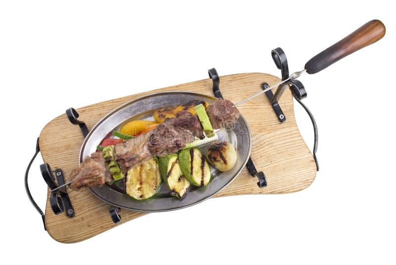 Gemengde kebab met groenten op een vleespen royalty-vrije stock foto's
