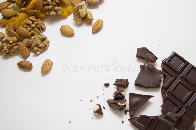 Gemengde noten met chocolade royalty-vrije stock fotografie