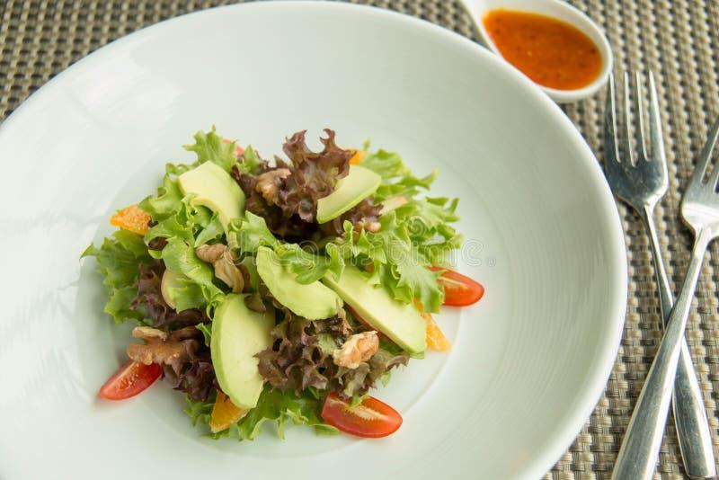 Gemengde saladegroente en saus royalty-vrije stock afbeeldingen