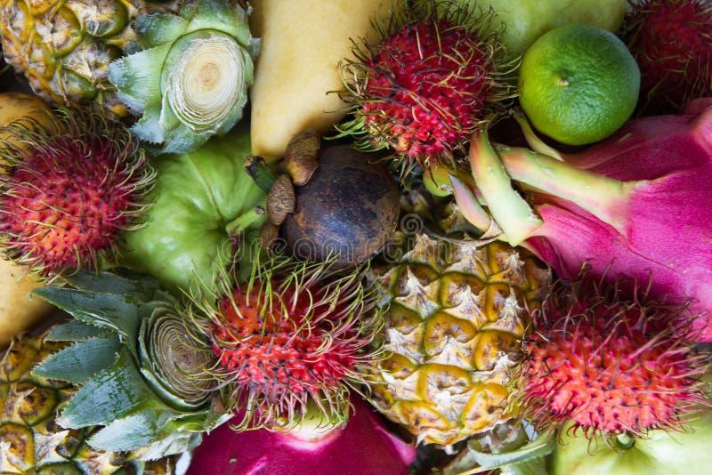 Gemengde verse kleurrijke vruchten stock afbeeldingen