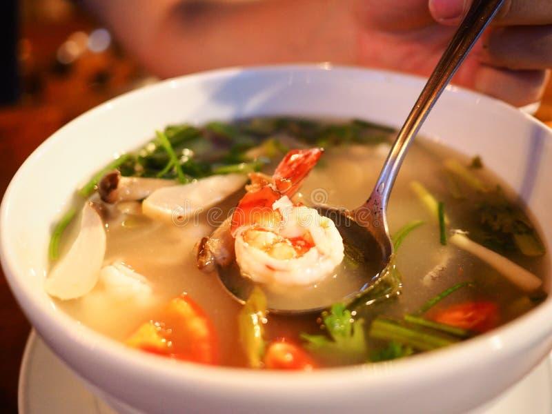 Gemengde zeevruchten zure en kruidige soep genoemd Tom Yum royalty-vrije stock afbeelding