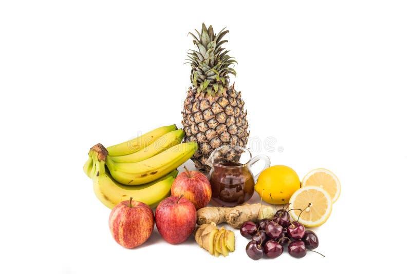 Gemensam hem- bot till festgiktinflammation - körsbär, citronjuice, äppelcidervinäger, Ginger Roots, ananas, banan royaltyfri foto