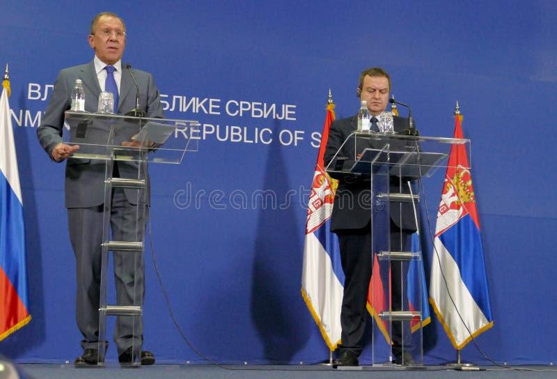 Gemensam presskonferens av ryska och serbiska utrikesministrar, Ivica Dacic och Sergey Lavrov arkivbilder