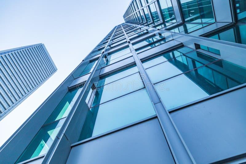 Gemensamma moderna affärsskyskrapor, höghus, arkitektur som lyfter till himlen royaltyfri foto