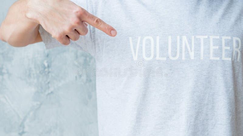 Gemenskap för pekfinger för punkt för mant-skjorta volontär royaltyfri foto