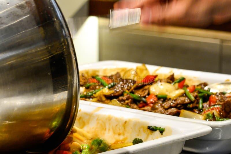 Gemischtes asiatisches Lebensmittel im Restaurant buffé lizenzfreies stockfoto