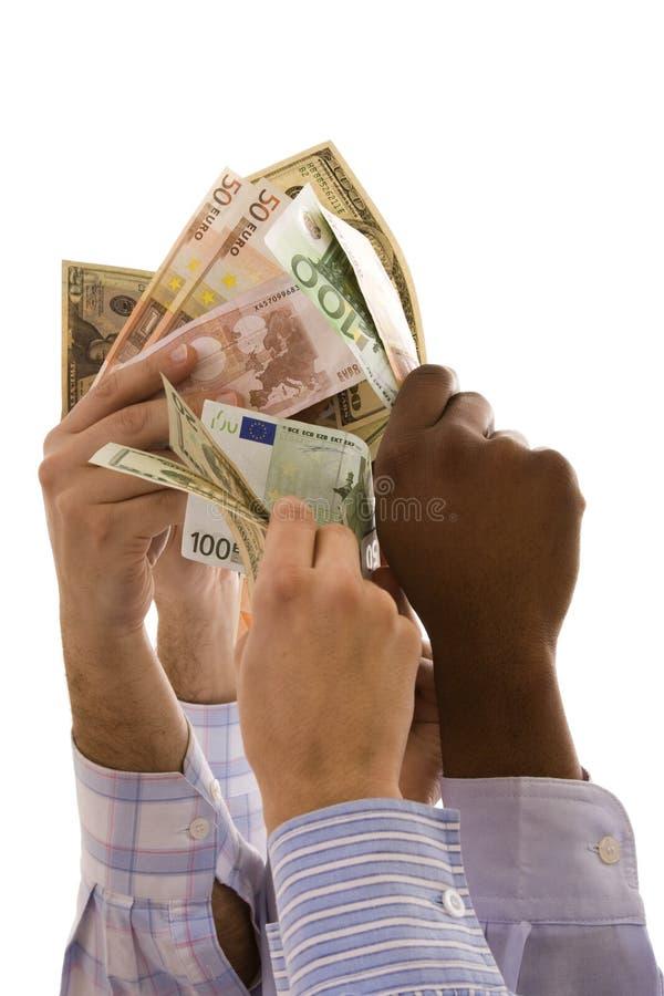 Gemischtrassige Hände mit Geld stockbild