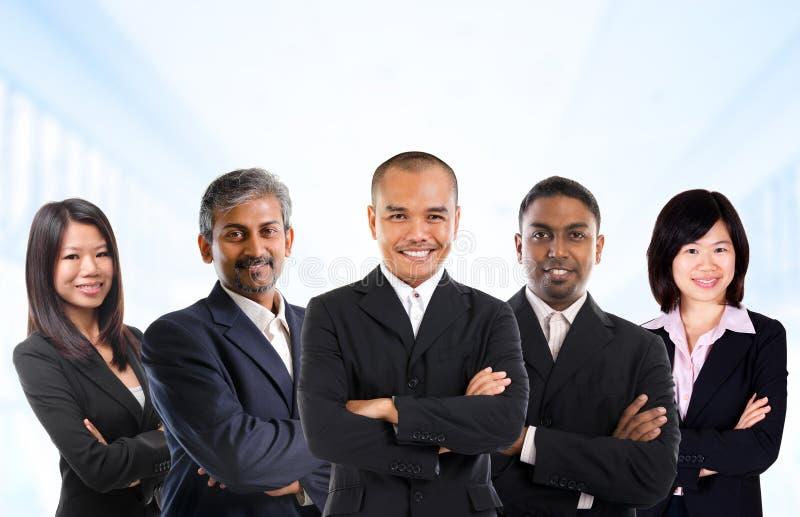 Gemischtrassiges asiatisches Geschäftsteam lizenzfreies stockbild
