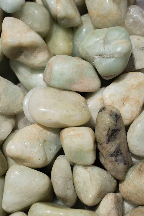 gemma dell'acquamarina (berillo blu) come roccia minerale fotografia stock