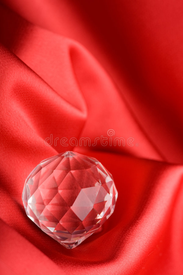 Gemma sopra priorità bassa rossa fotografia stock libera da diritti