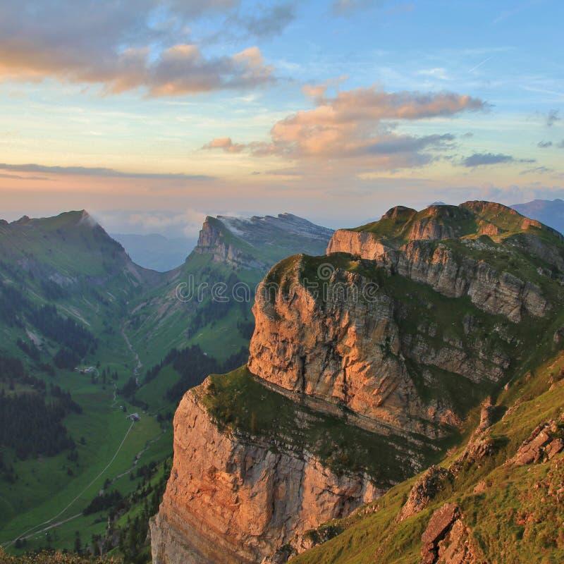 Gemmenalphorn zwany Justistal i dolina Widok od góry Nieder obraz royalty free