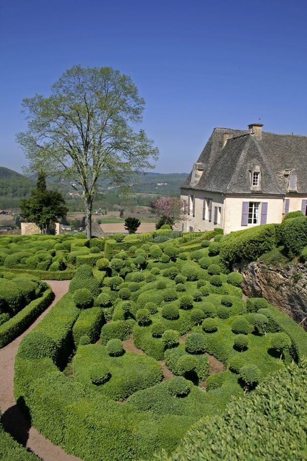 Gemodelleerd tuinen en huis royalty-vrije stock afbeelding