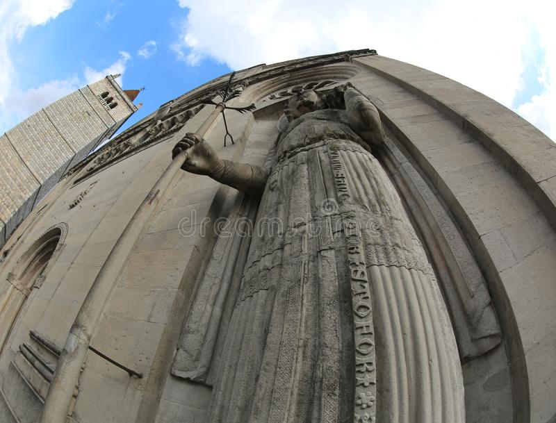Gemone镇大教堂的圣克里斯多福雕象N的 免版税库存照片