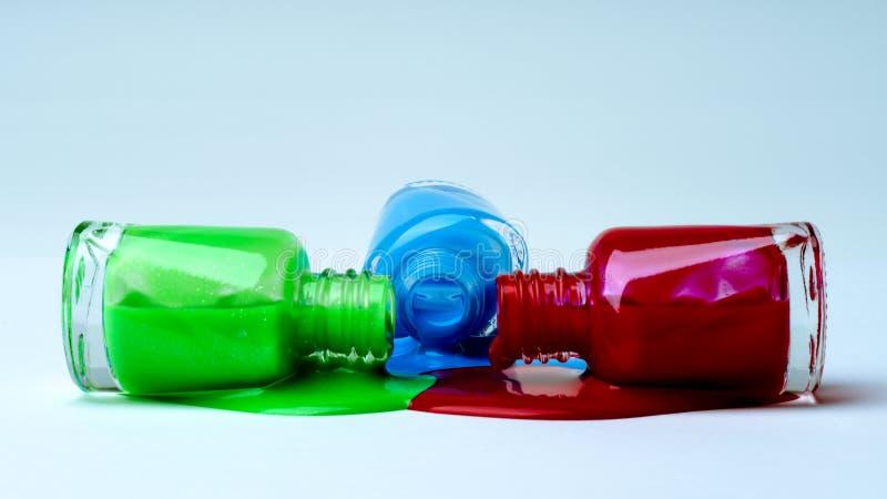 Gemorst groen, blauw en rood nagellak royalty-vrije stock foto