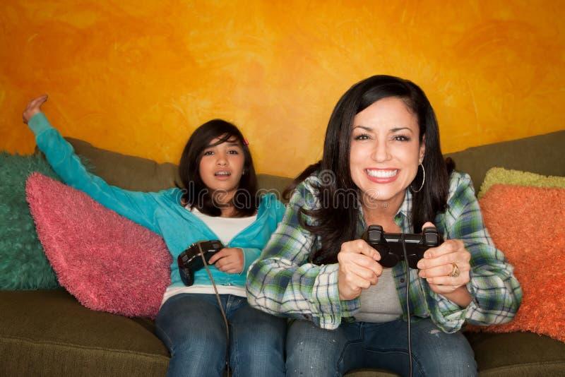 gemowej dziewczyny latynoska bawić się wideo kobieta fotografia royalty free