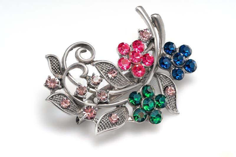 Gemstone, białego metalu broszka, osrebrza dekoruje z rhinestones odizolowywającymi na białym tle obrazy stock