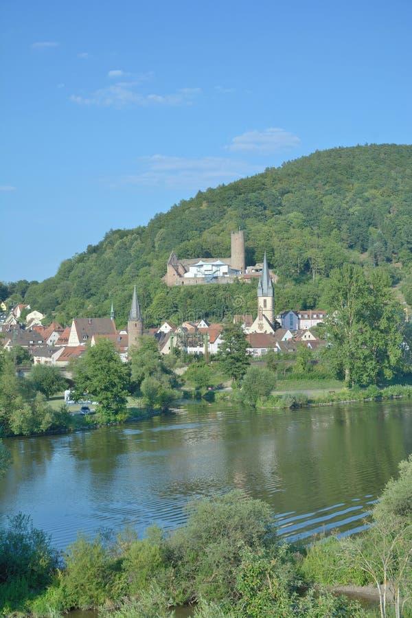 Gemuenden f.m. strömförsörjning, Spessart, Bayern Tyskland arkivbild