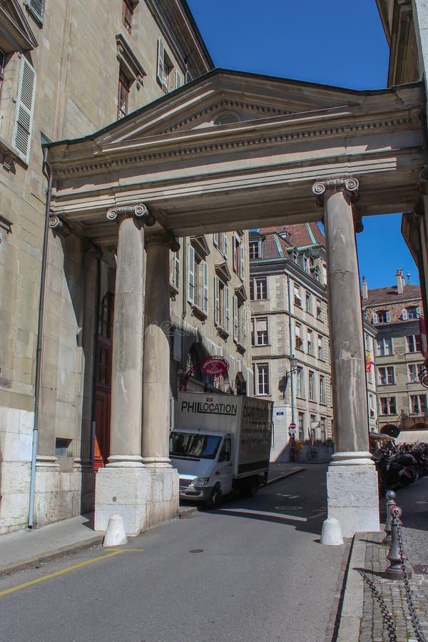 Genève gata av den gamla staden royaltyfri fotografi