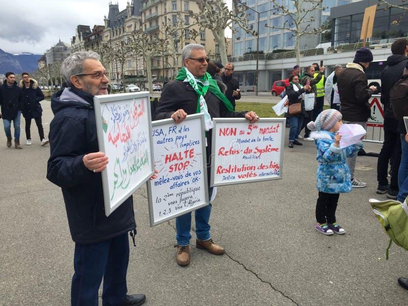 In Genève, protesteer tegen de kandidatuur van Bouteflika voor verkiezing in Algerije, voor de Hoge Commissaris voor Rechten van  royalty-vrije stock afbeelding