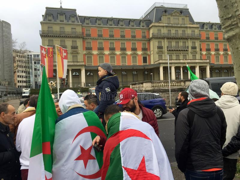 In Genève, protesteer tegen de kandidatuur van Bouteflika voor verkiezing in Algerije, voor de Hoge Commissaris voor Rechten van  stock afbeelding