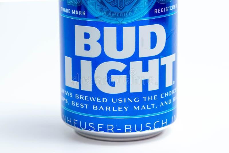 """Genève-/Schweiz †""""03 03 2019: Bud Light kan amerikanska ölblått arkivfoto"""