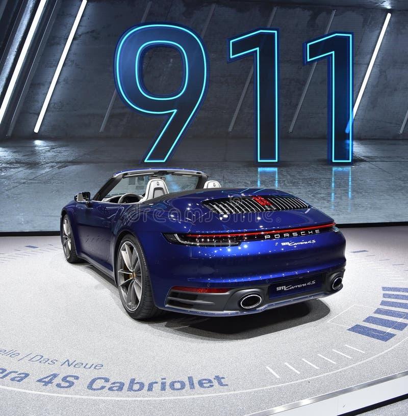 Genève Schweiz - mars 05, 2019: Den Porsche 911 Carrera 4s Cabrioletbilen ställde ut på den internationella motorshowen för den 8 royaltyfri bild