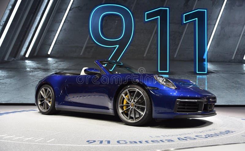 Genève Schweiz - mars 05, 2019: Den Porsche 911 Carrera 4s Cabrioletbilen ställde ut på den internationella motorshowen för den 8 arkivbilder