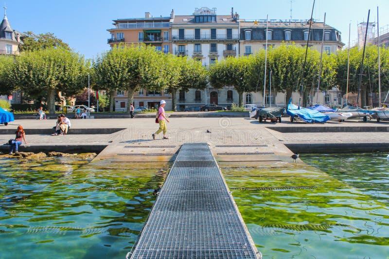GENÈVE - SEPTEMBER 07: moorage på Genève sjön på September 07, 2012 i Genève, Schweiz Genève är andra - mest tätbefolkad cit arkivbild