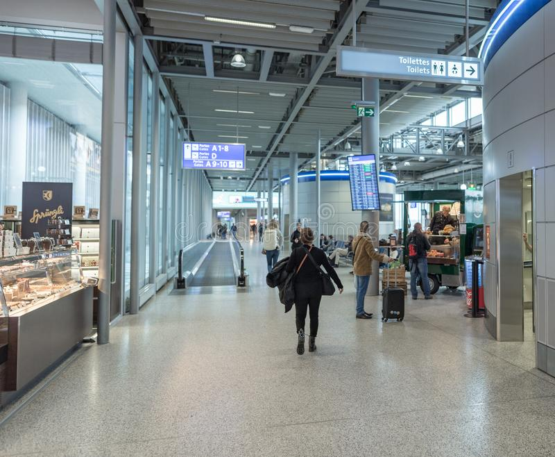 GENÈVE, SUISSE - 16 JANVIER 2018 : Aéroport international de Genève en Suisse Région intérieure de départ avec la boutique images stock
