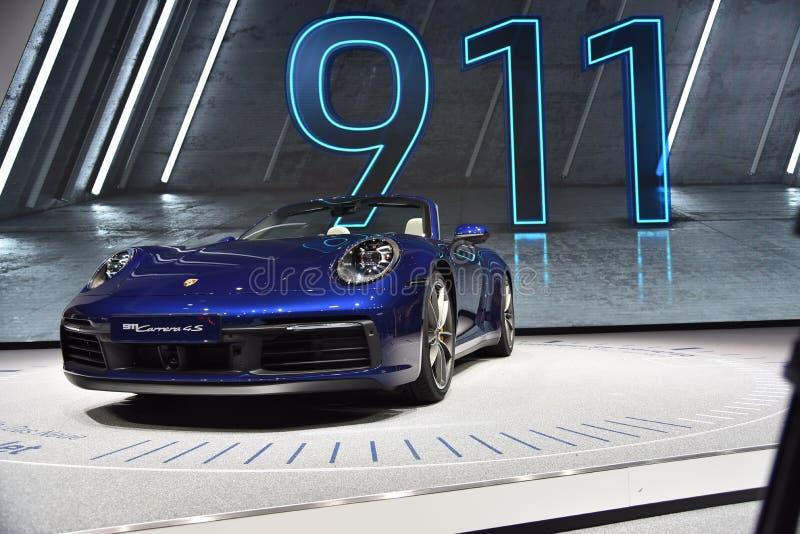 Genève, Suisse - 5 mars 2019 : La voiture de cabriolet de Porsche 911 Carrera 4s a présenté au quatre-vingt-dix-neuvième Salon de photos libres de droits