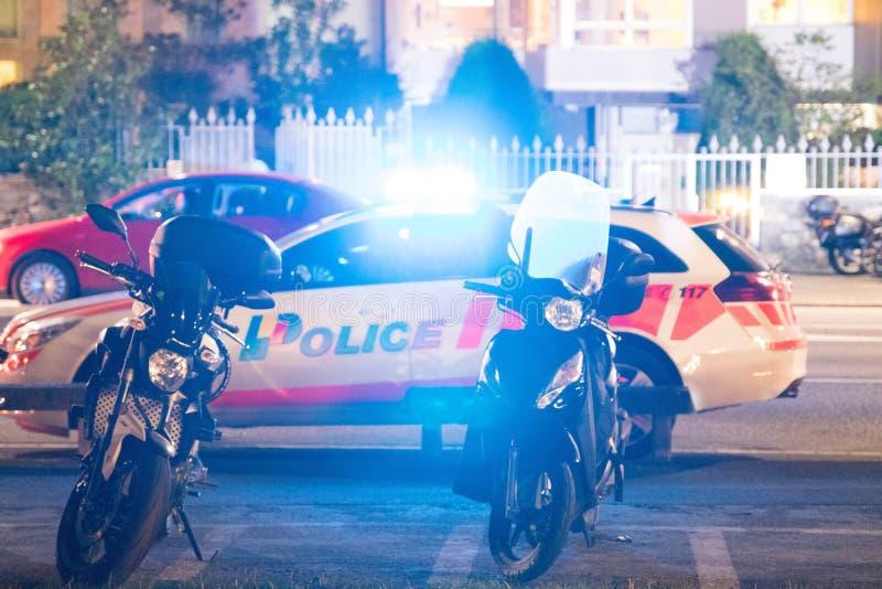 Genève/Switzerland-28 08 18: Polisbil i emmergency för Schweiz ljusnatt arkivfoto