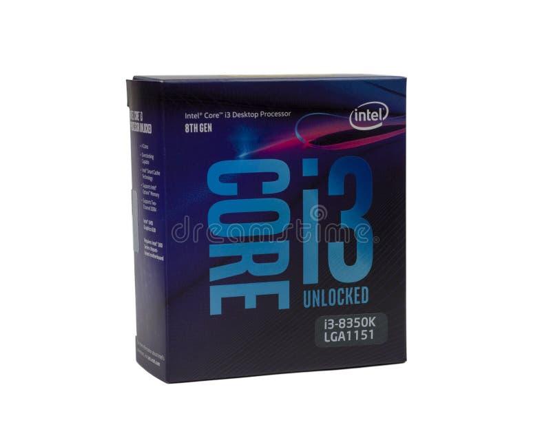 8. GEN des Tischplattenprozessors Intel-Kernes I3 im Kasten auf weißem Hintergrund lizenzfreie stockfotos