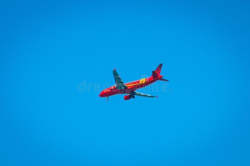 Gen?ve/Suisse 10 05 2019 : Le football rouge de diables rouges d'avion de lignes aériennes de Bruxelles photos stock