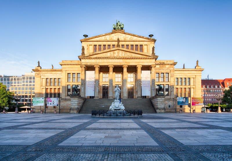 gendarmenmarkt Германия berlin Взгляд на немецком соборе и стоковое изображение rf