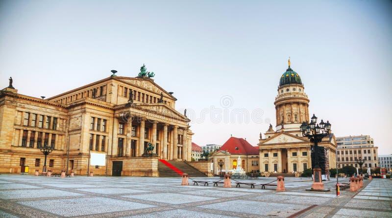 Gendarmenmarkt fyrkant med konserthallen i Berlin royaltyfri bild