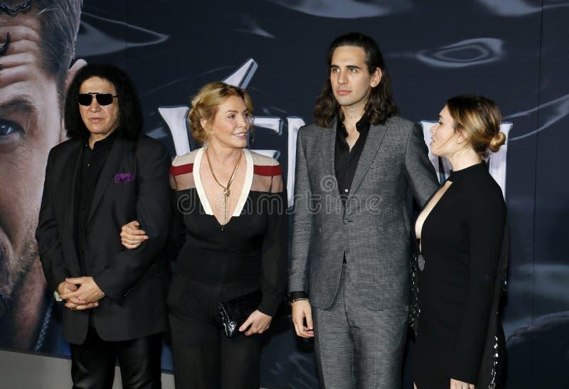 Gene Simmons, Shannon Tweed, Nick Simmons y Sophie Simmons imagen de archivo