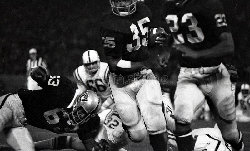 Gene Upshaw #63 de los Oakland Raiders imagen de archivo