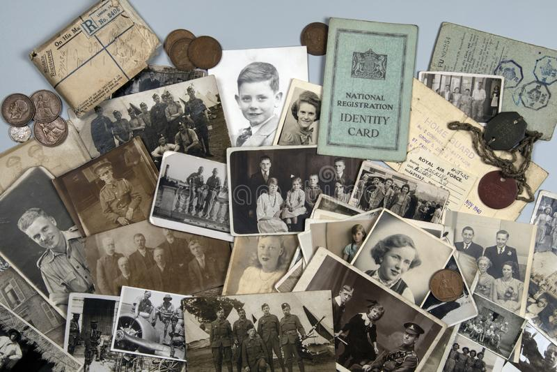 Genealogie - Familiengeschichte - alte Familienfotos stockbild
