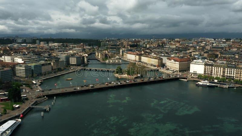GENEBRA, SUÍÇA - 27 DE ABRIL DE 2019 Vista aérea de Genebra e do Rhone River imagem de stock royalty free
