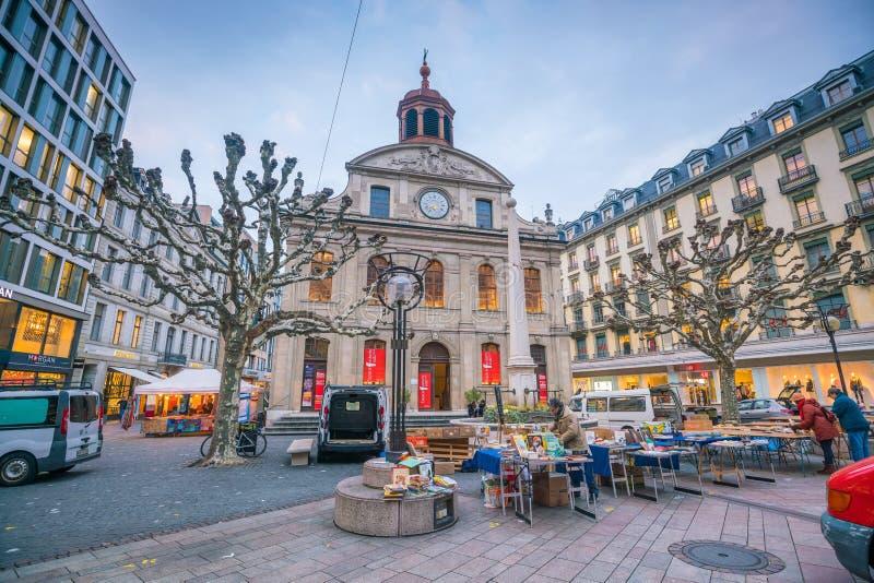 GENEBRA, SUÍÇA - 6 de fevereiro de 2018: Cidade velha de Genebra da cidade na noite em Suíça É a segunda-mais cidade populoso den imagens de stock