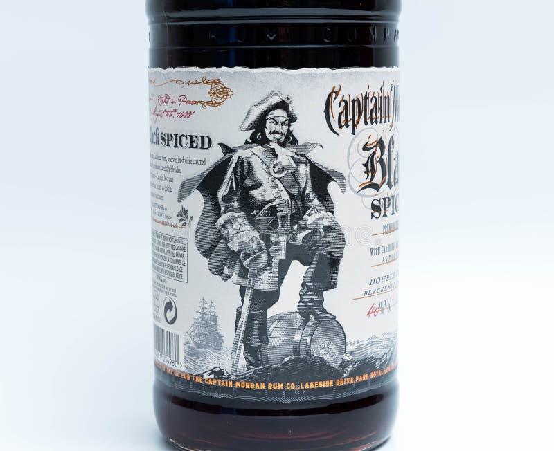 Genebra/switzerland - 13 podem 2018: Garrafa do rum temperado preto do capitão Morgan imagens de stock royalty free