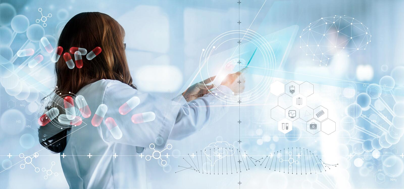 Geneeskunde arts die virtuele interface en medische analyse van het hologram moderne scherm houdt, rapportverslag DNA Digitale Ge royalty-vrije stock afbeelding