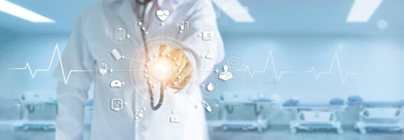 Geneeskunde arts met stethoscoop wat betreft medisch pictogrammennetwerk royalty-vrije stock fotografie