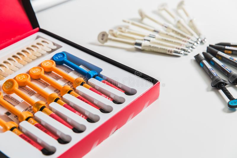 Geneeskunde, de stomatologie, tandkliniekbureau, medische apparatuur voor tandheelkunde stock afbeeldingen