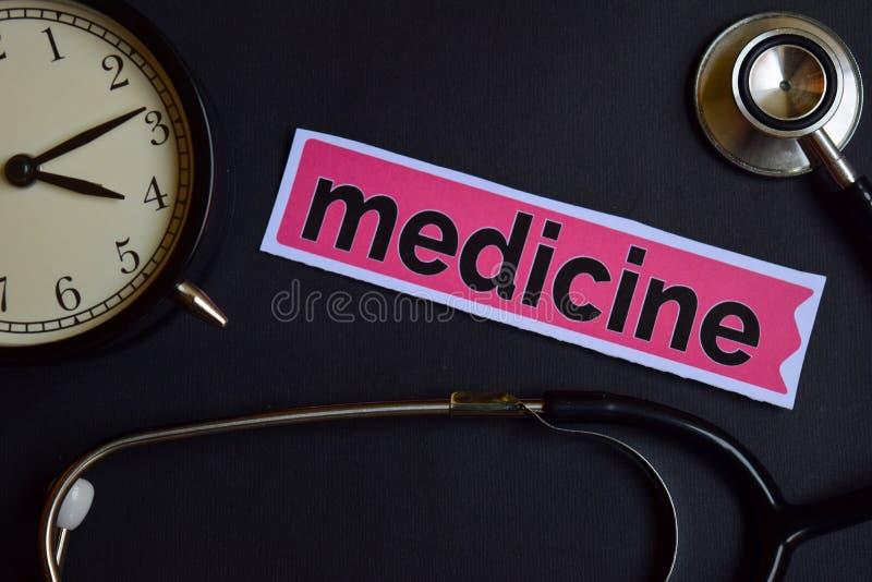 Geneeskunde op het drukdocument met de Inspiratie van het Gezondheidszorgconcept wekker, Zwarte stethoscoop stock fotografie