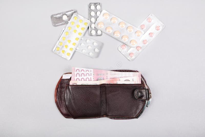 Geneeskundeuitgaven Hoge kosten van medicijnconcept Farmaceutische zaken royalty-vrije stock foto's