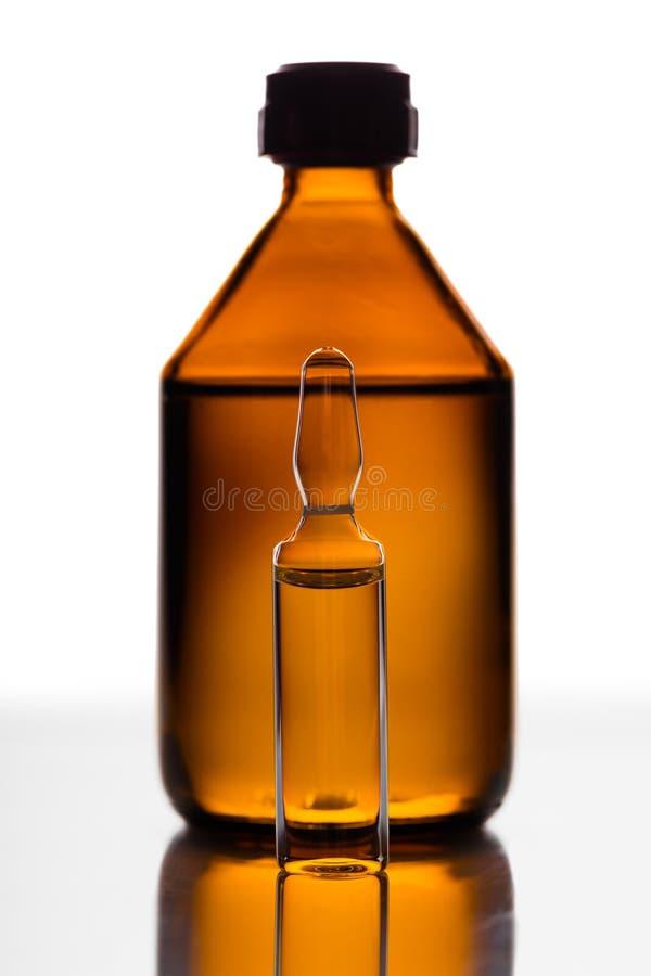 Geneesmiddel in een glasflesje royalty-vrije stock fotografie